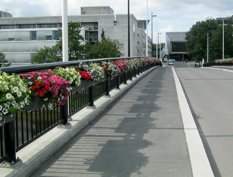 Blomsterkasser med selvvanning fra Plantscapefra Plantscape, Sandvika
